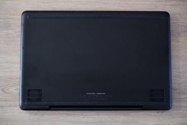 LaptopSpirit Test du PC portable gamer Razer Blade Pro 17 - Vue de dessous