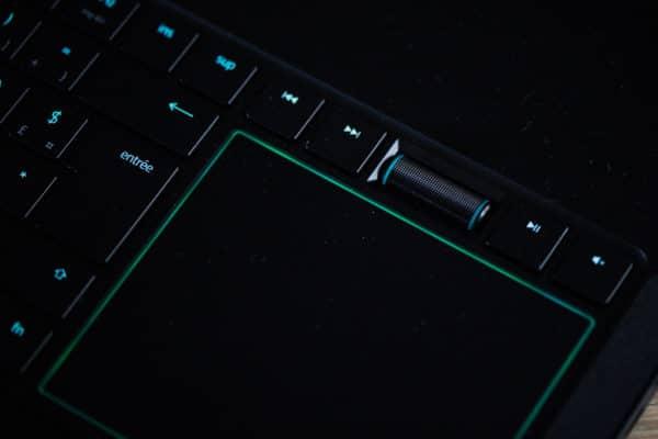 LaptopSpirit Test du PC portable gamer Razer Blade Pro 17 - Bouton Volume