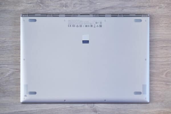 Test ultrabook Lenovo Yoga vue de dessous
