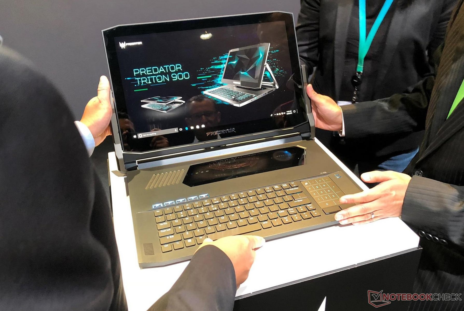 "<span class=""tagtitre"">IFA 2018 - </span>Acer Predator Triton 900, PC portable 4K gamer / Tablette"