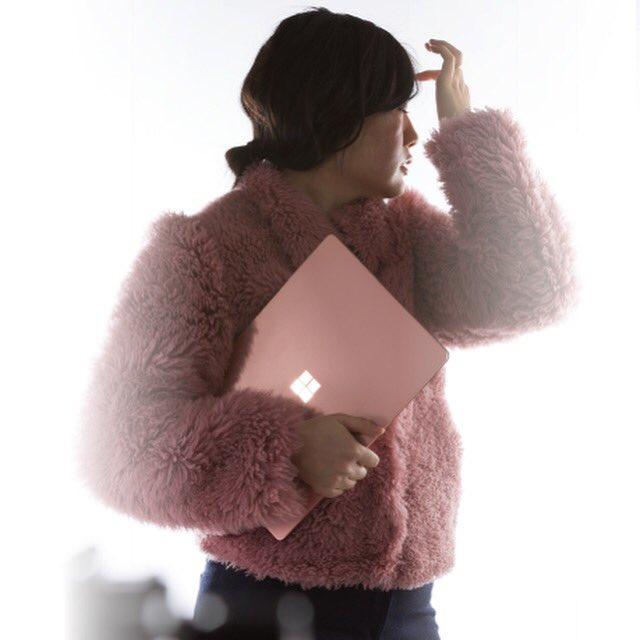 """<span class=""""tagtitre"""">Microsoft Surface Laptop 2 - </span>l'Ultrabook se pare d'un design Blush"""